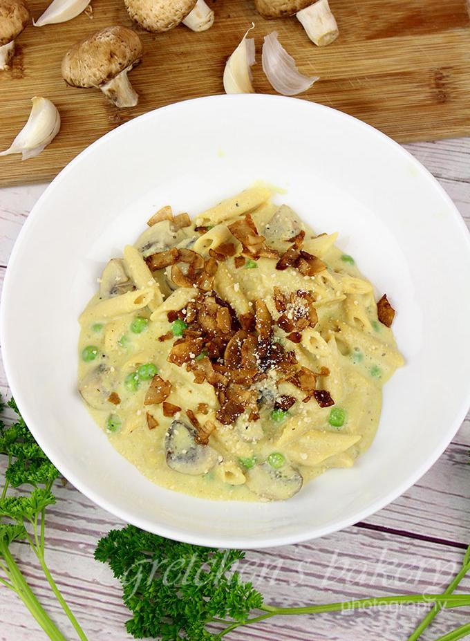 Creamy Garlic & Mushroom Pasta (vegan)