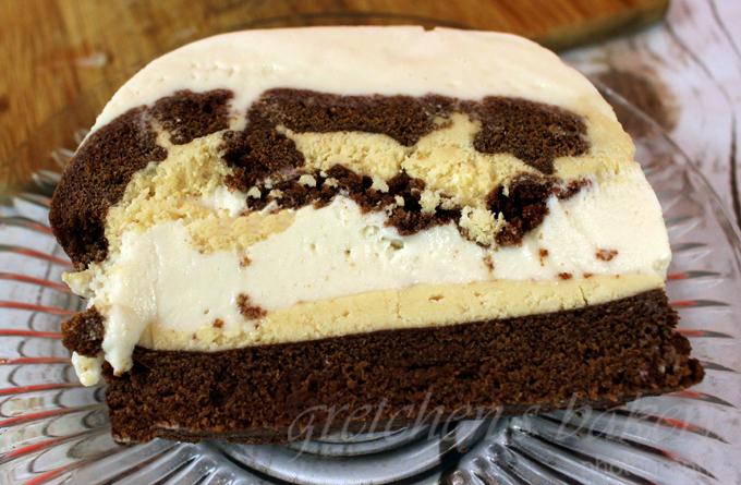 an Ice Cream Cake~ Tin Roof Sundae Style!