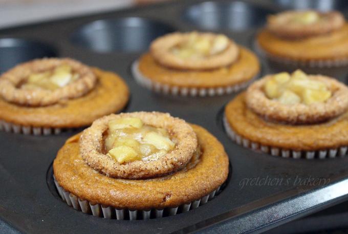 Apple Pie Stuffed Pumpkin Cupcakes